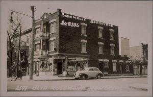 Pharmacie Desautels autrefois, Source: BAnQ