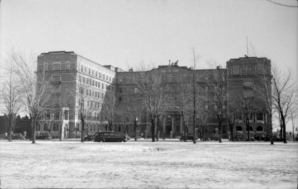 Architecture._Notre_Dame_Hospital_BAnQ_P48S1P01123